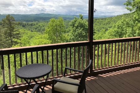 Private mountain home, great views, close to town