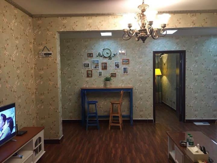 汽车北站北邻金宇装饰城内一室一厅豪华美式套房