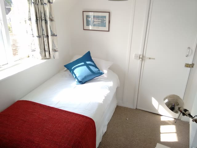 R7 - Single Room at Itchenor Sailing Club