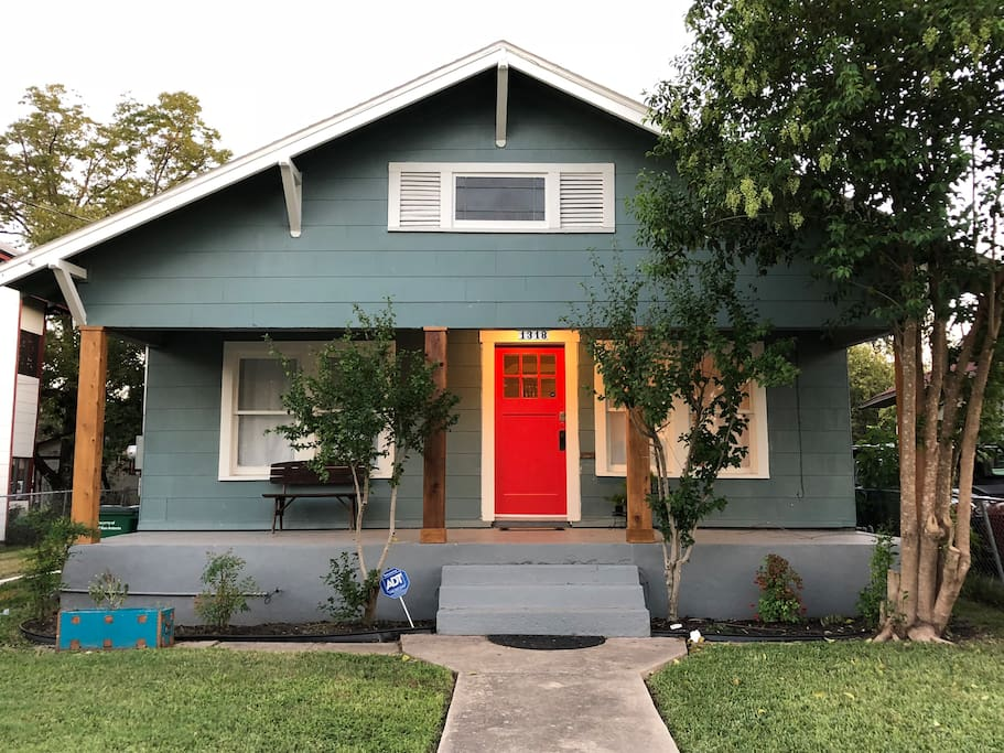 1920 S Craftsman In Historic Dignowity Hill Bungalows