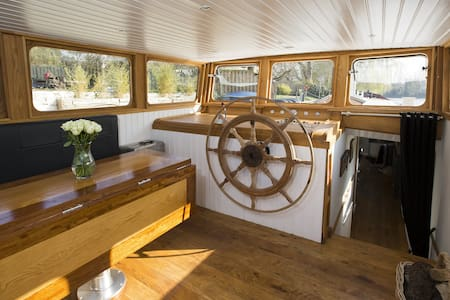 WOW! LUXURY DUTCH BARGE LONDON. **ENTIRE SHIP** - London