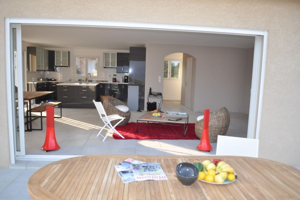 70m² salon with open kitchen