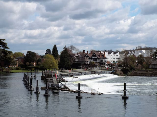 Marlow - Henley - Airport - River - Windsor London - Marlow