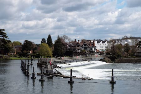 Marlow - Henley - Airport - River - Windsor London - Marlow - Talo
