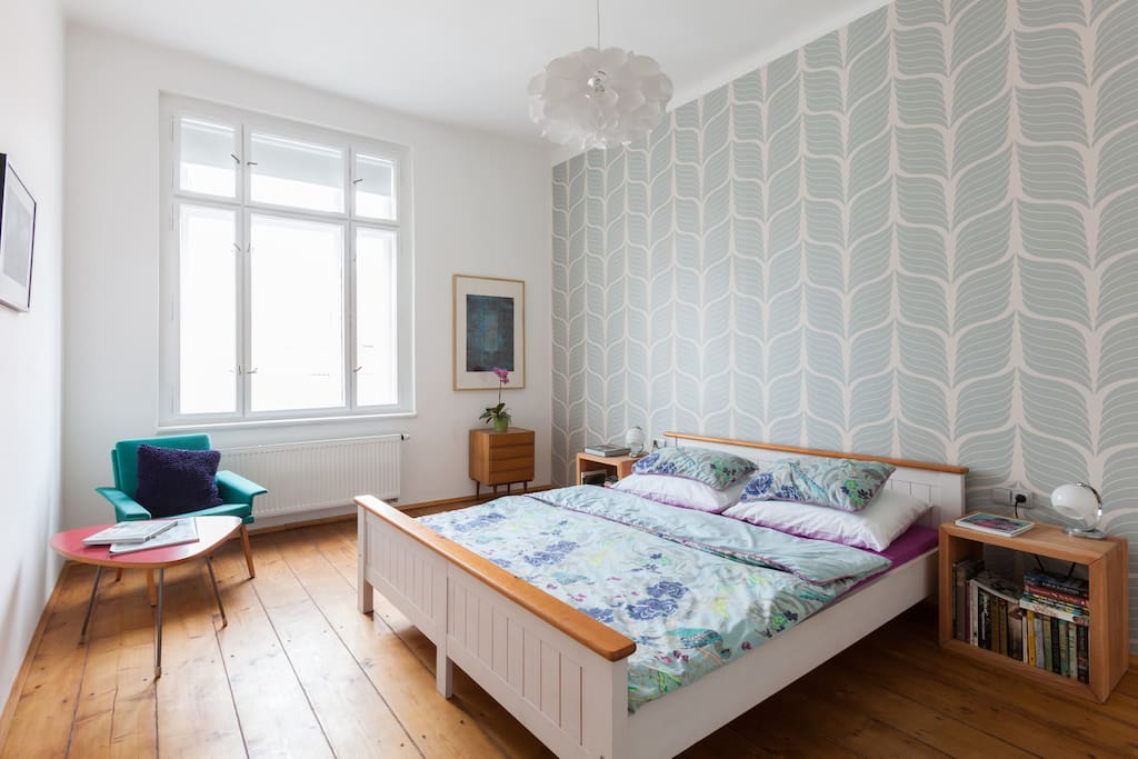 a very light and comfortable bedroom