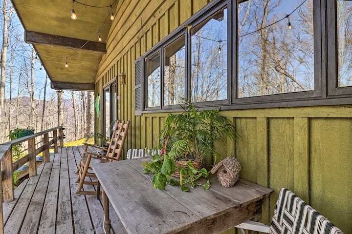 Mountaintop Studio w/ Deck & Views - 3 Mi to WCU!
