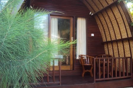 Harum Meno Bungalows with AC - Bed & Breakfast