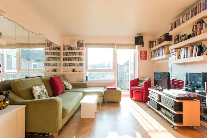 For Females London N15 area, 15 mins city centre!