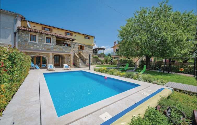Semi-Detached with 4 bedrooms on 139m² in Krsan