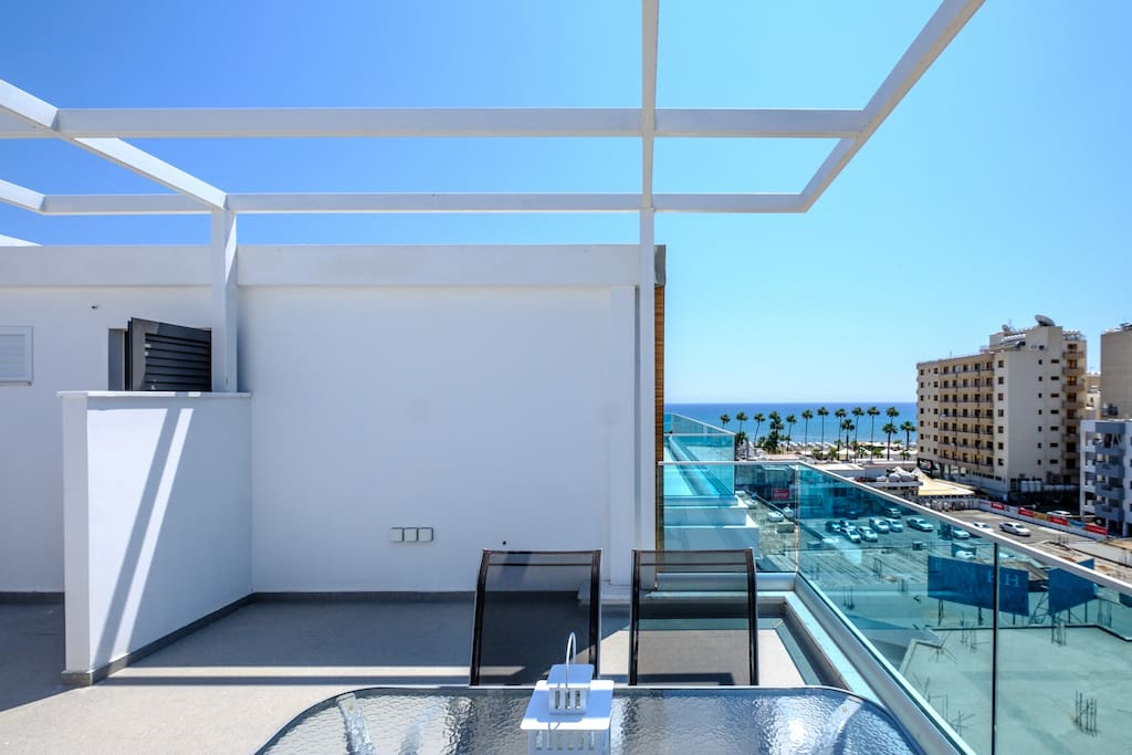 Private terrace with garden furniture - 5th floor