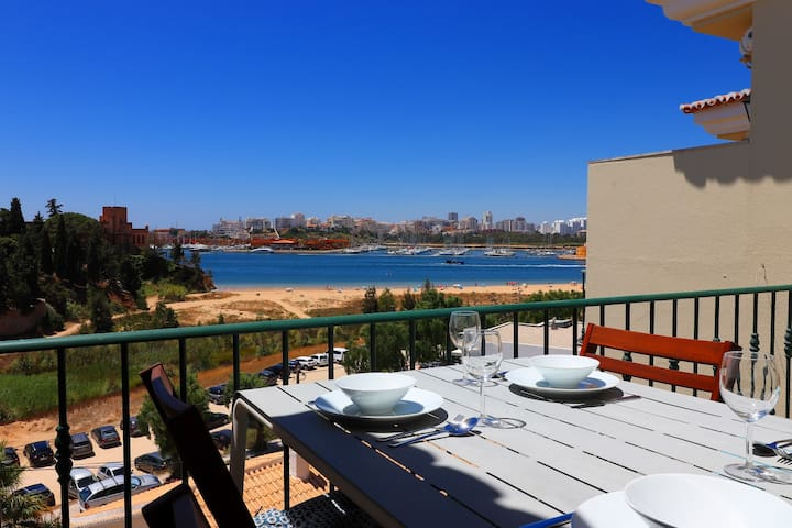 Front line townhouse nº 9 in Ferragudo, sea views, Air-con