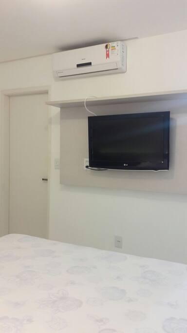 Tv e Split do quarto principal TV and Split of the main room Tv y Split De La Habitación principal