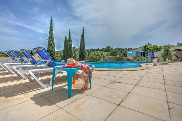 Luxurious holiday villa with private swimming pool, pool house and lots of privacy