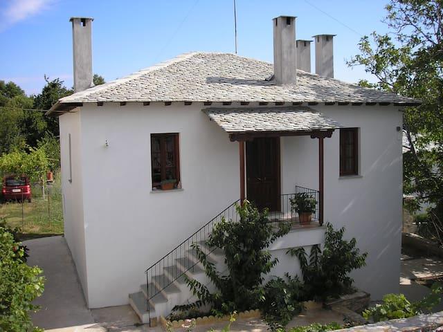 ΠΕΤΡΙΝΗ ΚΑΤΟΙΚΙΑ ΑΝΑΚΑΙΝΙΣΜΕΝΗ ΤΟ 2005 - Zagora - House