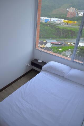 Cuarto auxiliar con cama semi-doble