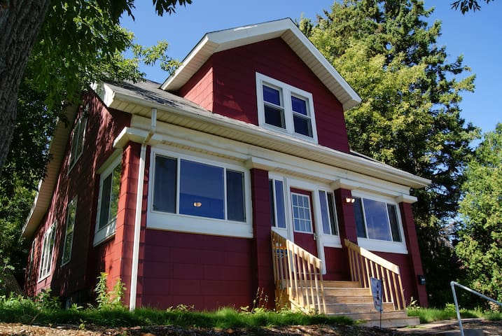 Skyline Vacation Rental - $289 + tax/nt - Duluth - House