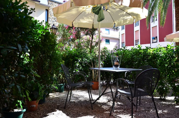 Lovely nice room private patio great location - Monterosso Al Mare - Byt