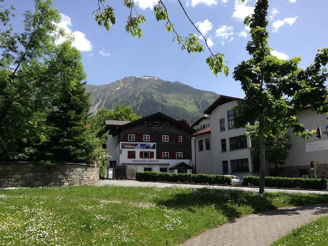 Adventure Chalet Klosters - Klosters-Serneus - Bed & Breakfast