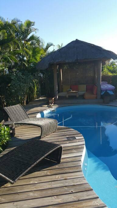 Maison piscine 3 chambres calme houses for rent in - Pool house piscine moderne saint paul ...