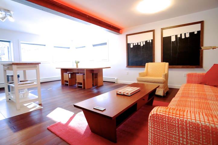 Designer flat, amazing setting.