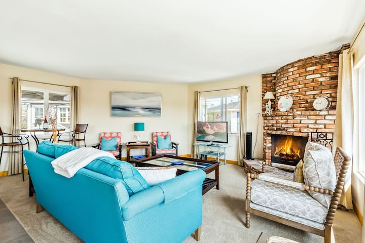 Cute upper condo w/ a canal view, full kitchen, gas fireplace, & private patio