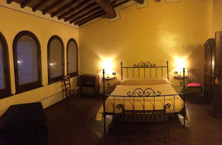 Camera superior con bagno con vasca