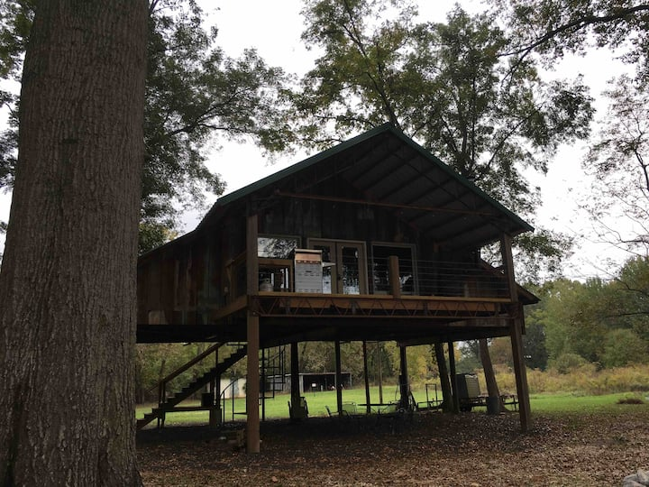 The Dirt Rd River Cabin