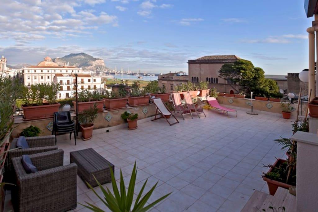 Panoramic terrace appartamenti in affitto a palermo for Appartamenti arredati in affitto a palermo