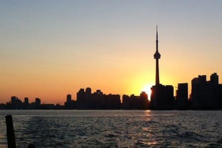 Toronto Island Paradise Pad - Blockhütte