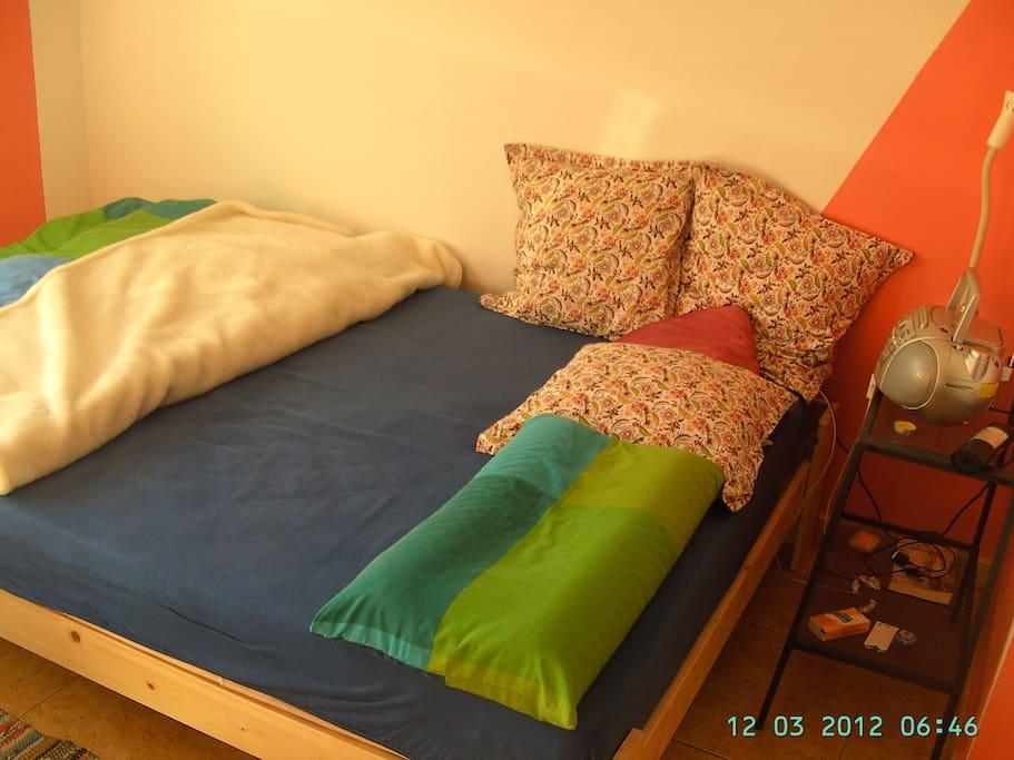für 2 Personen  Bett 2,00 m x 1,40 m
