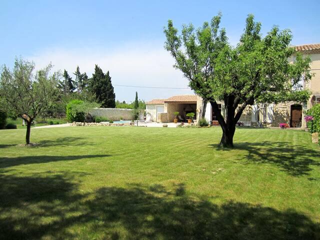 Mas en Provence à 12 Km d'AVIGNON,ARLES, Alpilles. - Boulbon - Σπίτι