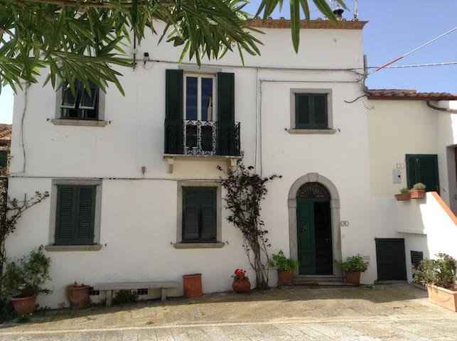 Exclusive house located in prestigious square - Sant'Ilario - Maison