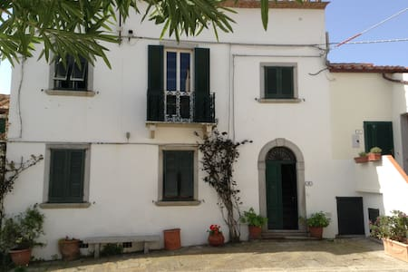 Exclusive house located in prestigious square - Sant'Ilario - บ้าน