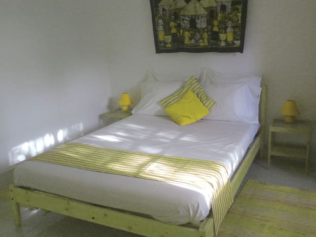 B&B VILLA CALLIANDRA Bijilo, sunny room double bed