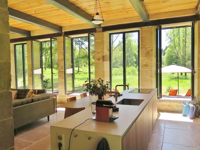Oranjerie, vrijstaand villa op landgoed, Bourgogne