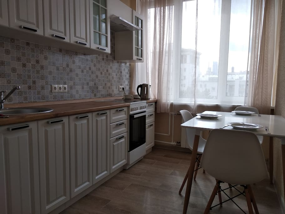 Cozy apartment in the center of Moscow. 10 min from subway (Smolenskaya station). Apartment after renovation, new furniture. 3 rooms (2 bedrooms, 1 livingroom), 1 kitchen, 1 bathroom. First bedroom - 1 double bed, living room - 1 sofa bed for 2 persons, the second bedroom does not include a bed, an air mattress can be provided upon request. Available for use: a refrigerator, stove, washing machine, air conditioning, boiler, iron, vacuum cleaner, kettle, bed linen, towels, dishes.