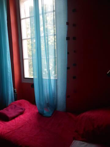 Petite chambre avec vue sur la Garonne