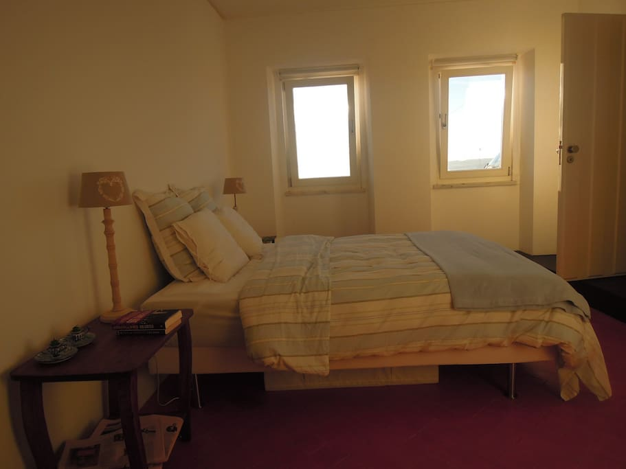 Another view of the downstairs bedroom - 160 cm bed