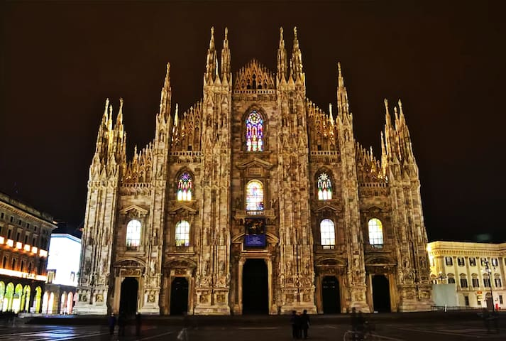 DOWNTOWN***** DUOMO 150mt ~ LUX ~ 7pax