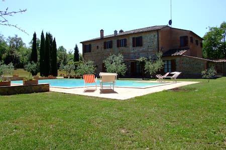 Appartamento Rosa in podere toscano con piscina - Sinalunga - Hus