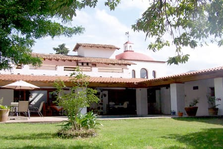 """Los Metates"" - B&B Las Bugambilias - Malinalco - Bed & Breakfast"