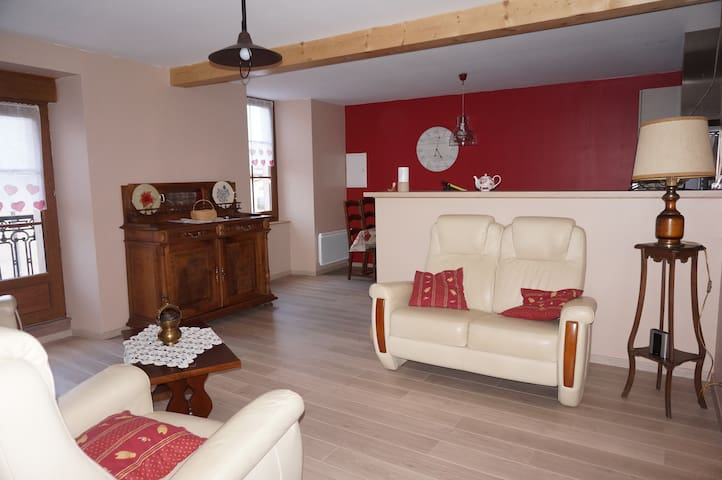Appartement dans maison de village - Sauclieres