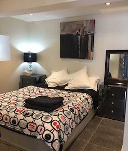 Unique private guest room + study - Annandale - Dom