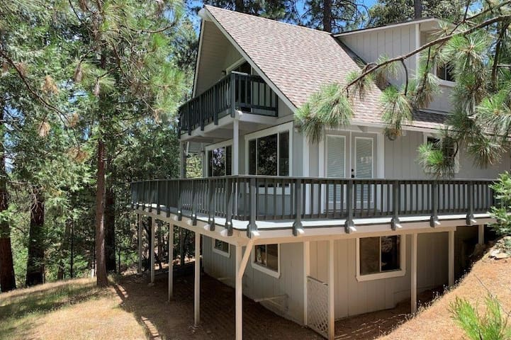 Breckenridge Chalet near Yosemite. Pet friendly!