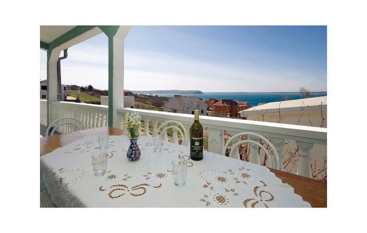 Holiday apartment with 2 bedrooms on 51m² in Rtina