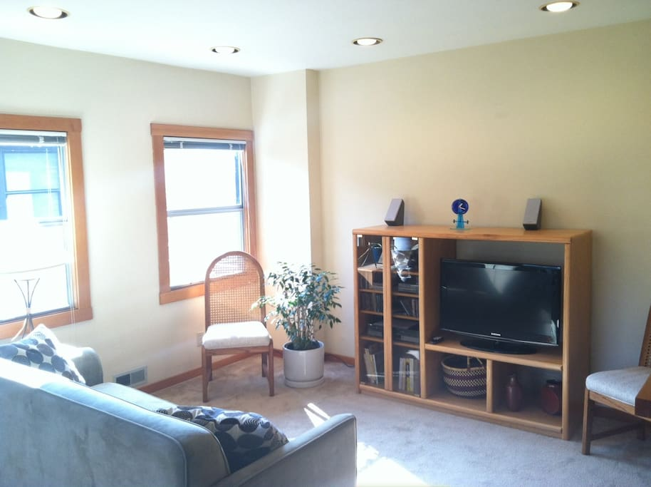 Flat screen TV and stereo in living room