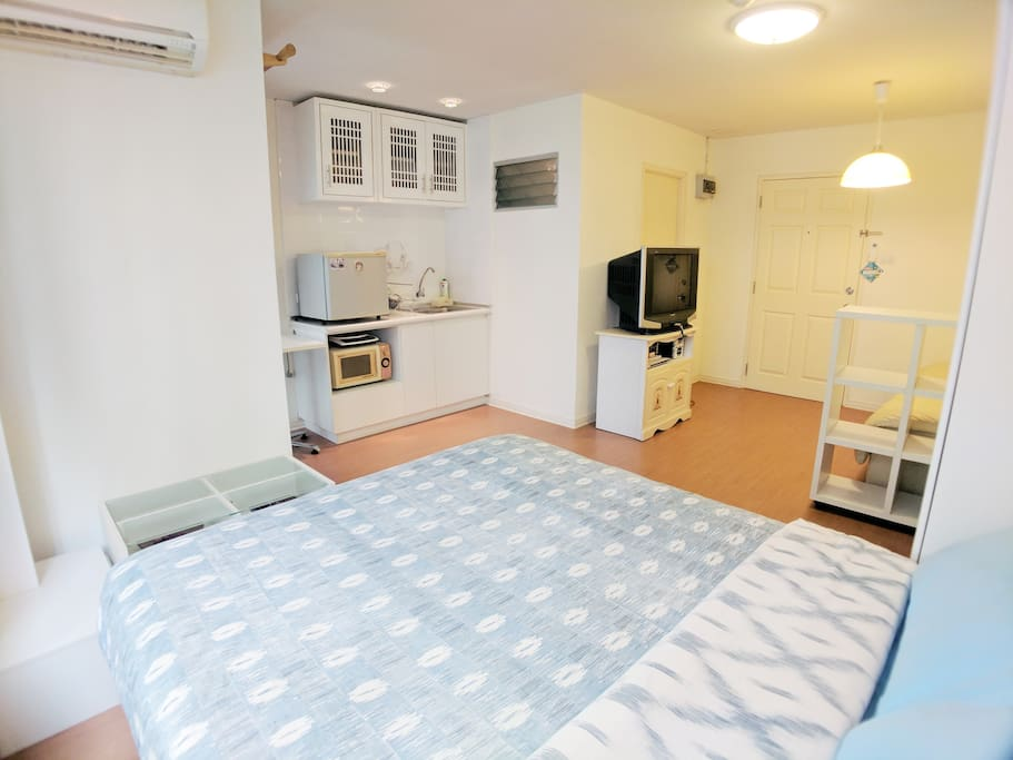 Fully equipped bedroom with small kitchen