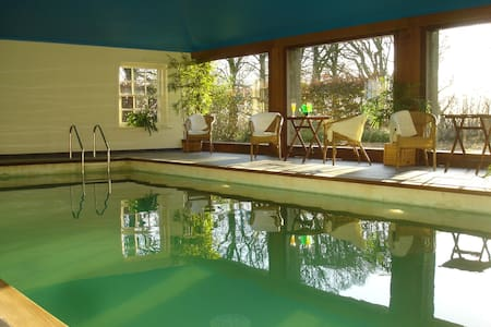 Courtyard Cottages and indoor pool - Craigie