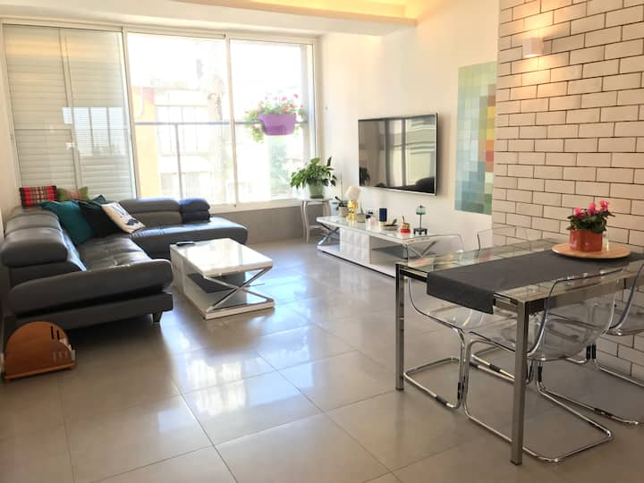 Chic apartment near Tel Aviv (a very private room)