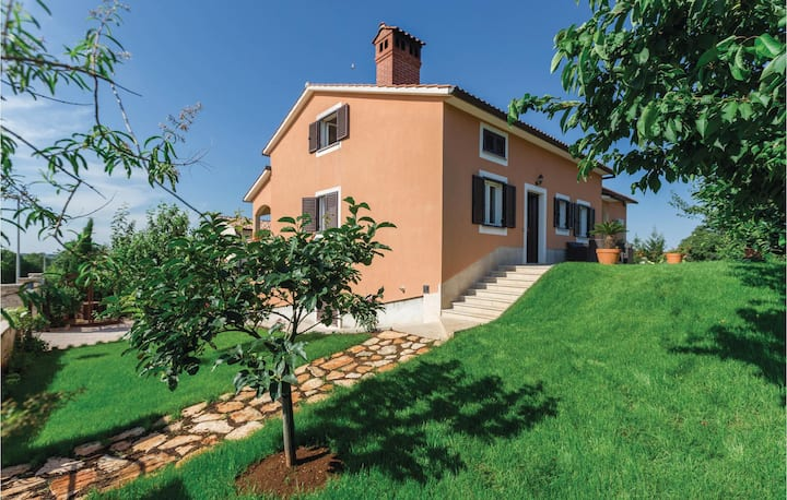 Nice home in Tar-Vabriga with WiFi and 1 Bedrooms